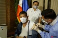 杜特尔特公开接种中国国药集团的新冠疫苗