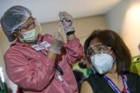 菲律宾人头痛,发烧是接种疫苗后得常见症状